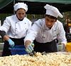 В Екатеринбурге испекли 50-килограммовый торт из попкорна