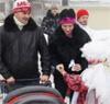 В Волгограде «рождественские ангелы» раздавали прохожим сладости